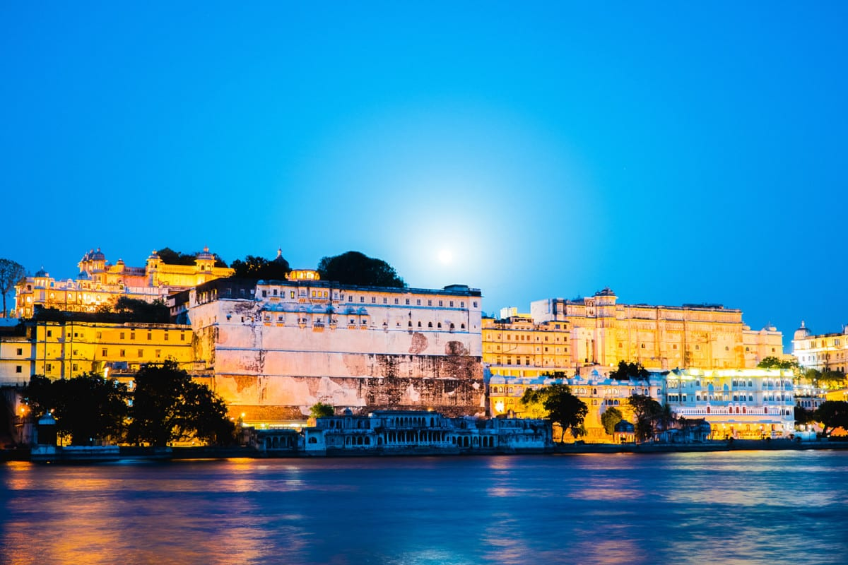 Full moon over City Palace, Ambrai Ghat